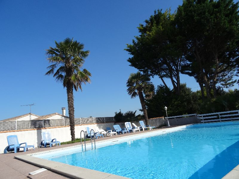 Camping charente maritime piscine camping le clos fleuri for Camping poitou charente piscine